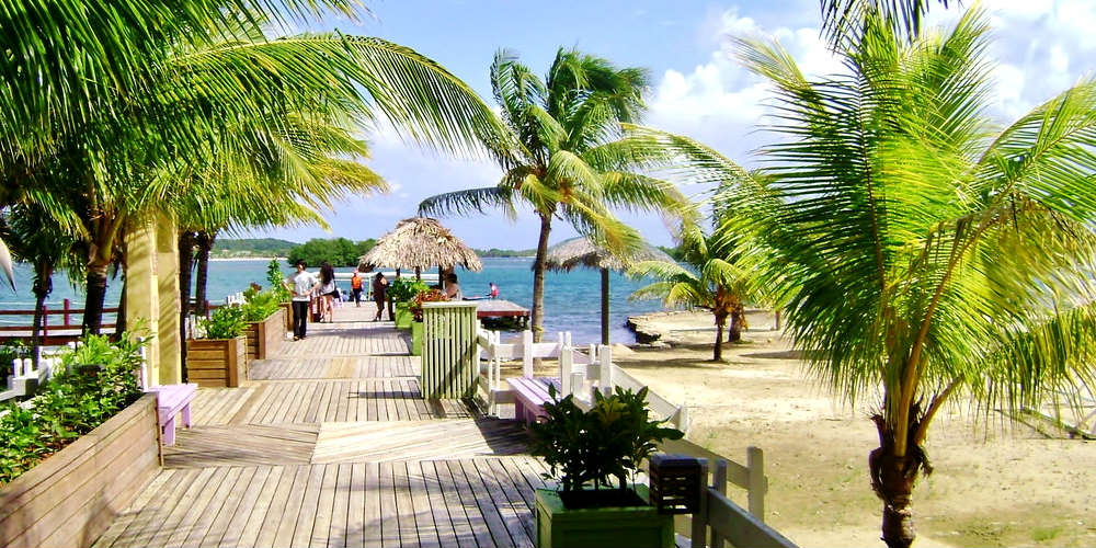 worlds_underrated_beaches_roatan