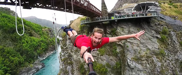 Video: Extreme New Zealand Bungy Jumping