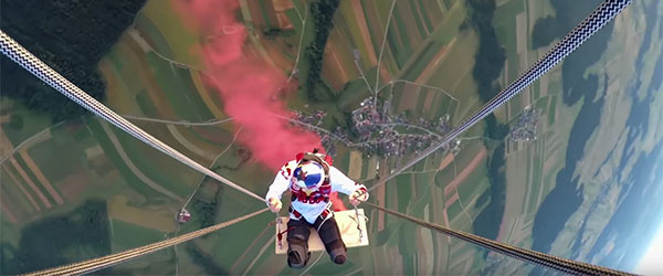 Video: Skydivers Play on the Ultimate Swing