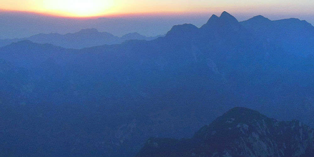 five_extreme_hiking_trails_across_asia_mount_hua_shan