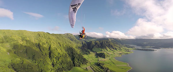 Video: Paragliding Around the World