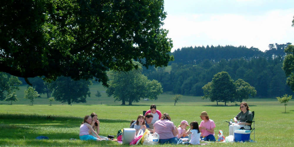 how_to_keep_kids_engaged_when_sightseeing_picnics